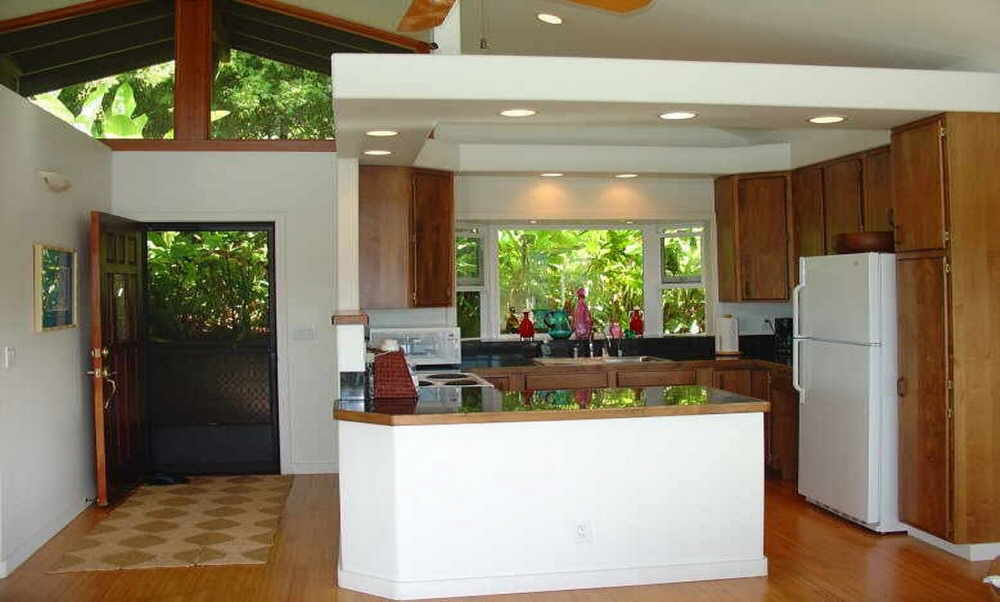 Maui cottage with fully-equipped kitchen